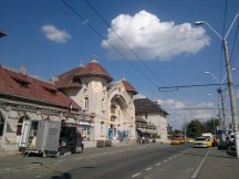 The station is served by trolleybuses, but no mass transit